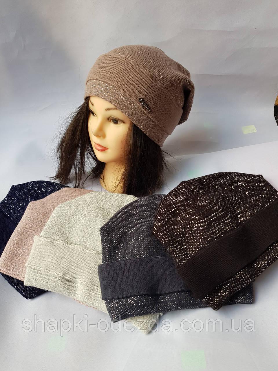 Молодежная вязаная шапка для девочки на флисе