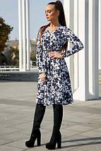 Повседневное платье с цветочным принтом средней длины цвет темно-синий с белым, фото 3