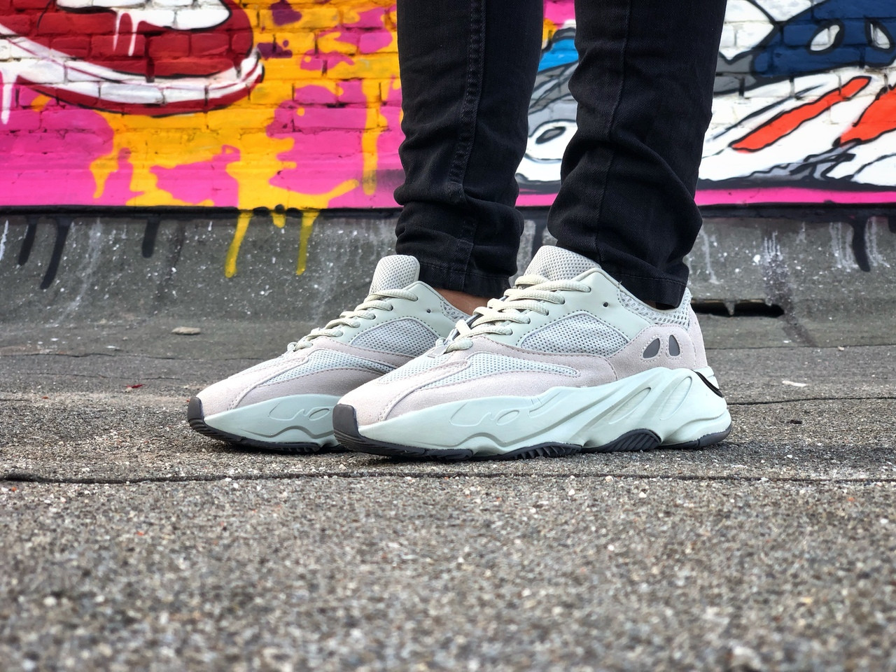 Кроссовки Adidas Yeezy Boost 700 Белые