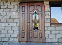 Дубовые входные двери со стеклопакетом и ковкой