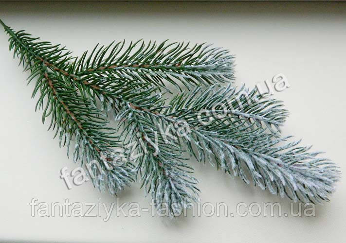 Ветка заснеженной ели 5-ка, темно-зеленая с белым