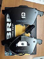 Тормозные колодки передние (c пружинкой на второй) Audi A6C5, Allroad (4b0698151ac)
