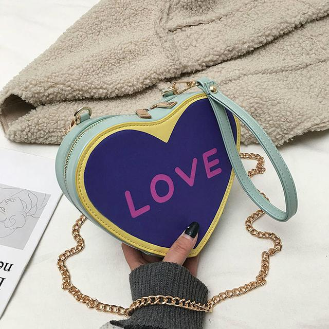 фіолетова сумочка у формі серця