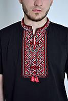 Черная мужская футболка с вышитым орнаментом