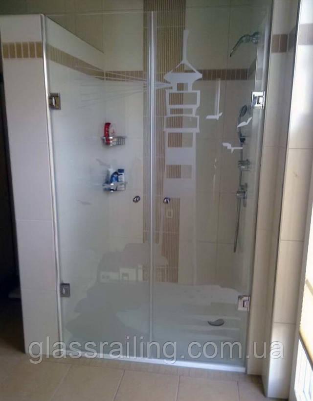 Двухстворчатые стеклянные двери в душ