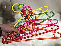 Детская цветная вешалка 33см для одежды с поворотным крючком, фото 1