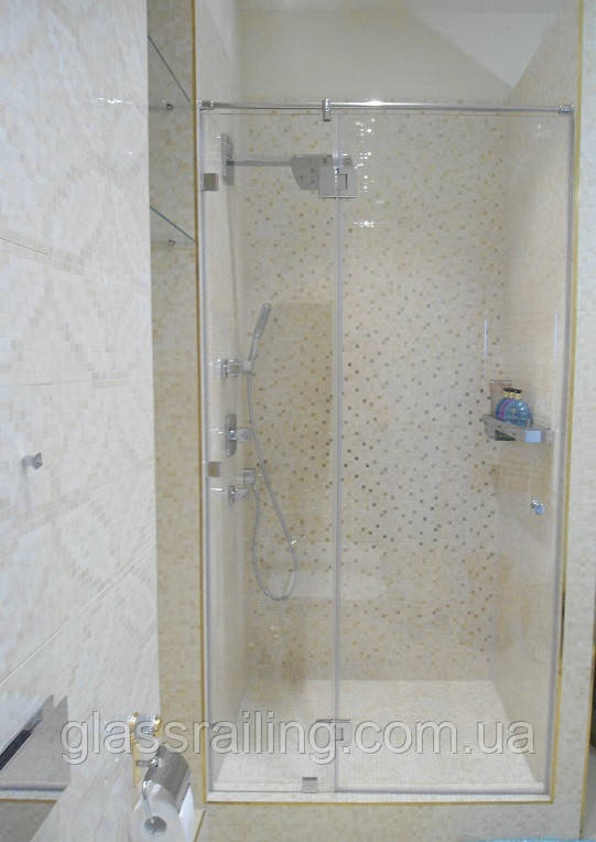 Скляна душова перегородка з боковим склом