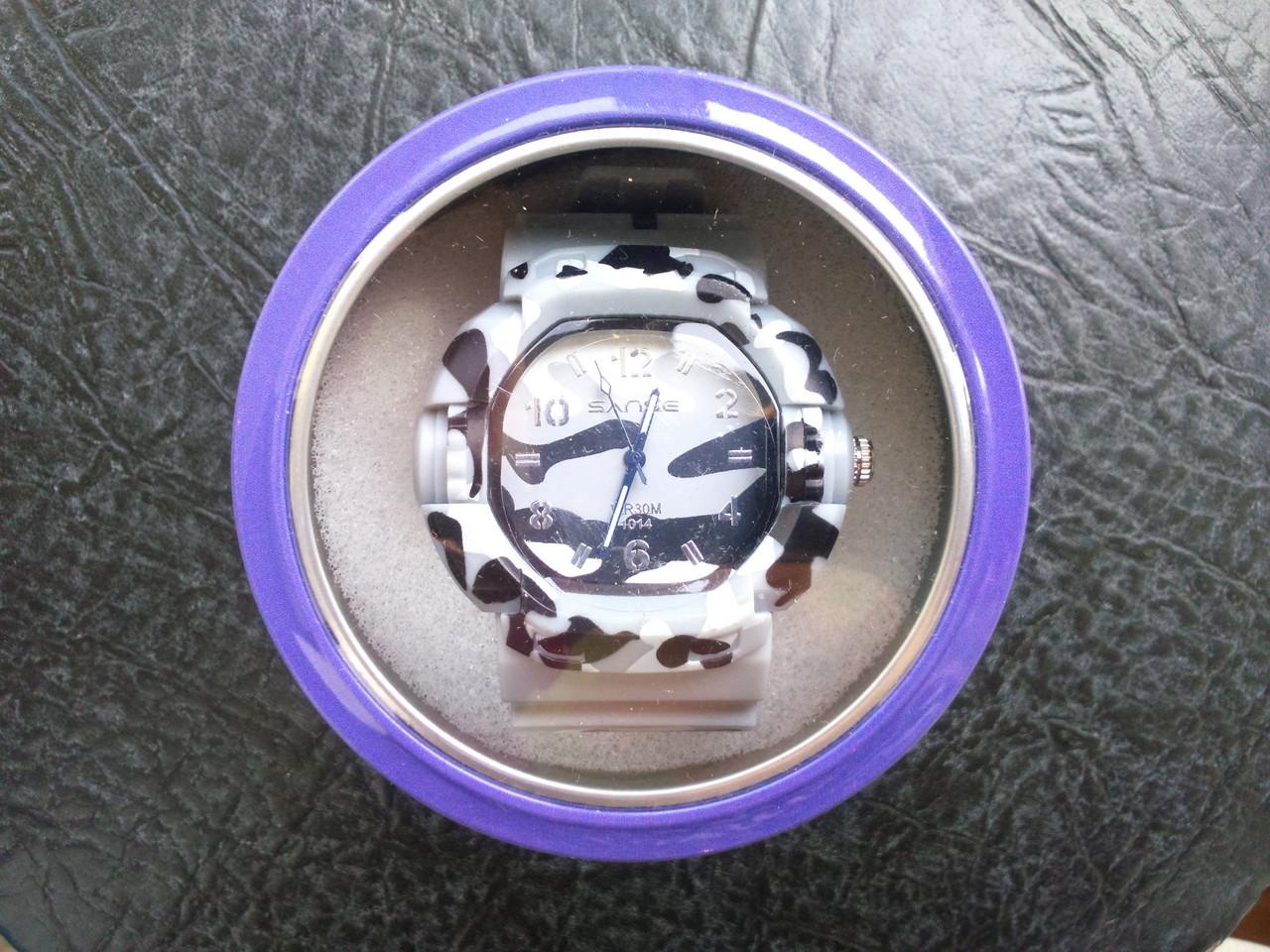 Часы спортивные белые реплика