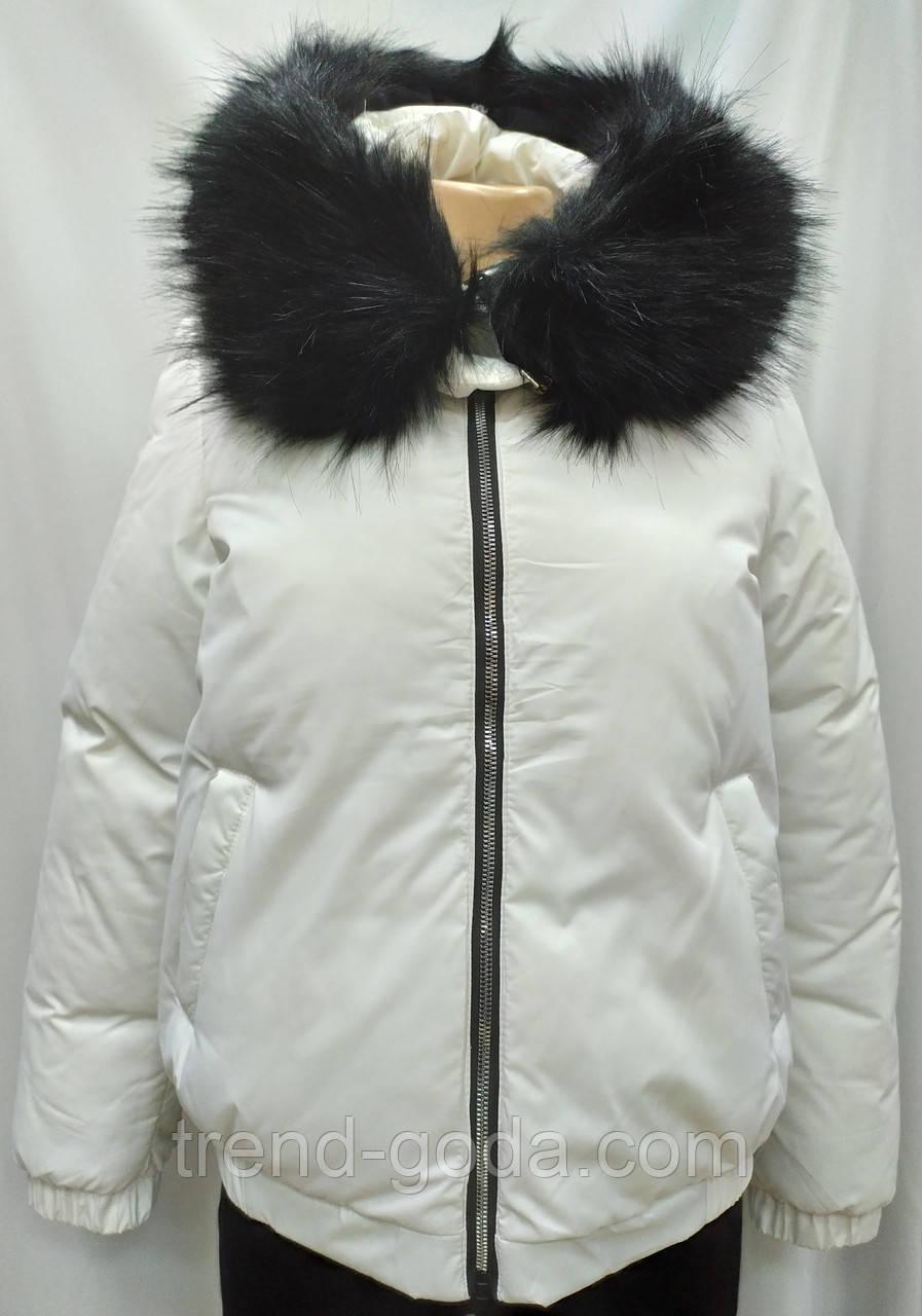Куртка женская с капюшоном , белого цвета, сезон осень/зима.