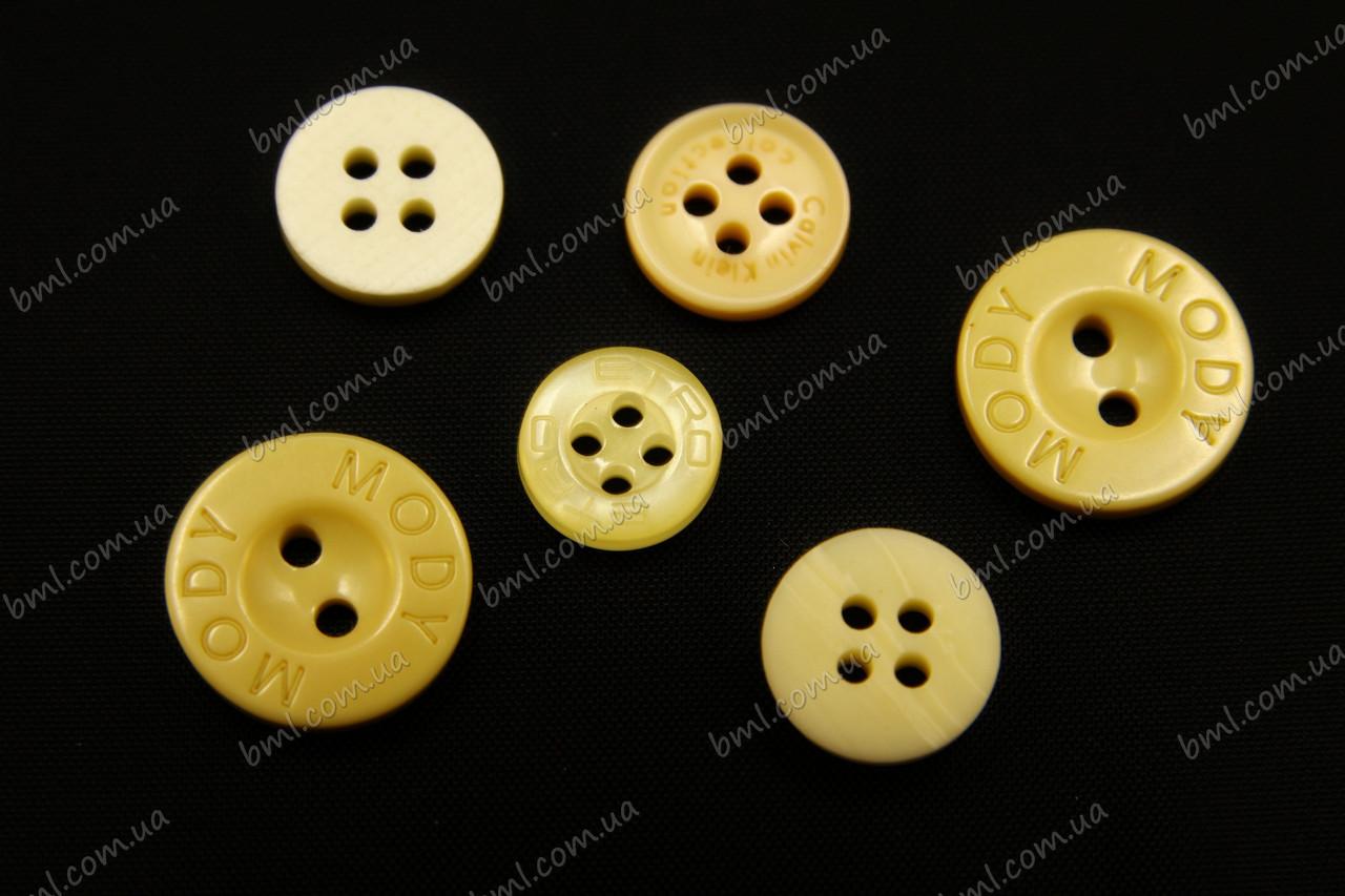 Пуговицы желтые с логотипом