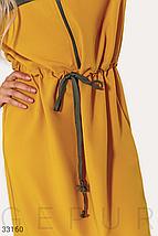 Стильное двухцветное платье спортивного стиля средней длины цвет серо-желтый, фото 3