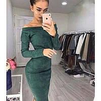 Женское замшевое платье до колена с открытыми плечами