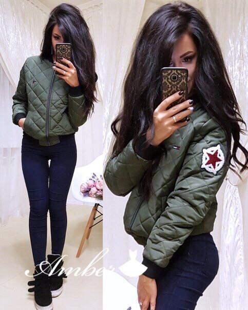 Женская стильная короткая куртка с нашивкой и карманами ,цвет хаки