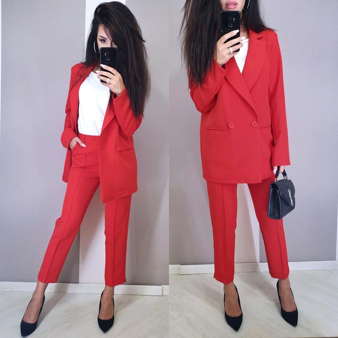 Женский стильный костюм: пиджак и брюки,красного цвета
