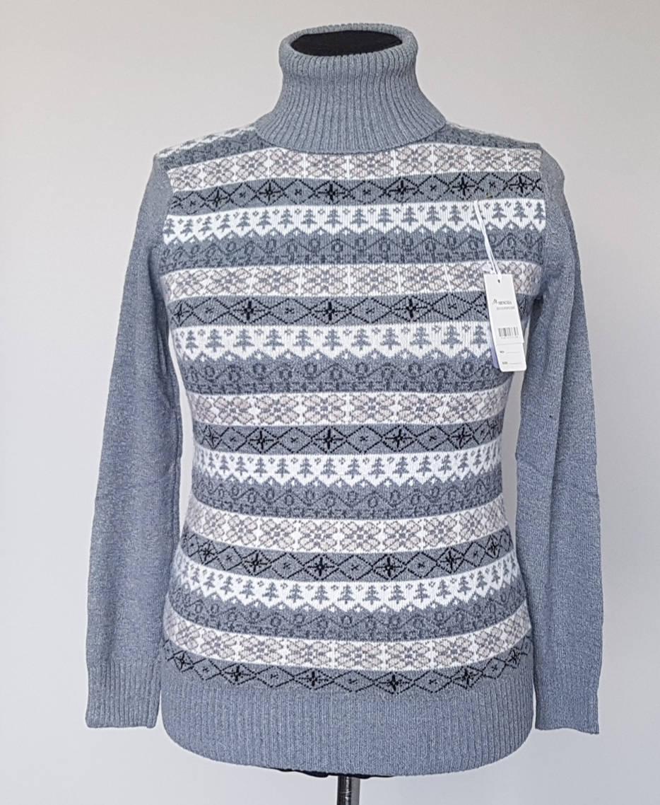 Женский свитер с узором и воротником с отворотом