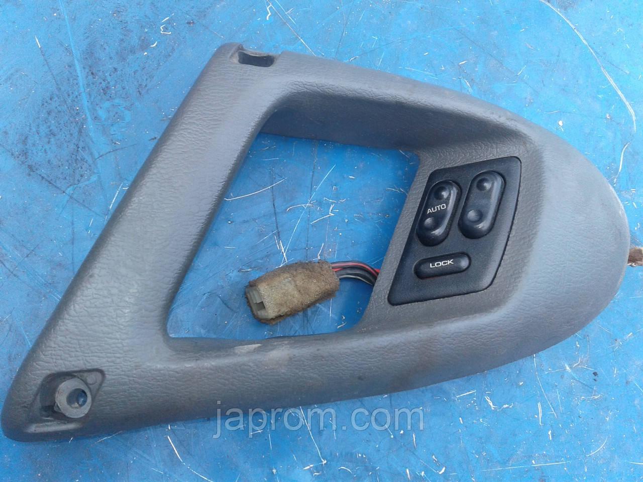 Блок кнопок стеклоподъемников (на 2дв) Mazda 626 GD 1987-1991г.в. купе