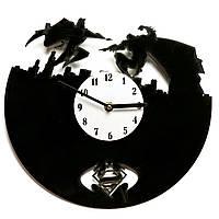 Часы настенные Супермэн против Бэтмэна