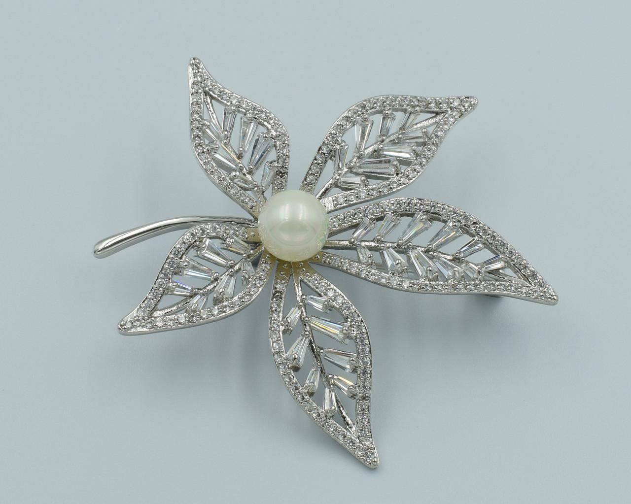 XUPING Брошь Родий листик из белых цирконов с жемчужиной Ширина 4,5см, Длина 5,5см