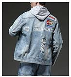Рваная джинсовая курточка с нашивками светло синяя мужская, фото 6