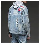 Рваная джинсовая курточка с нашивками светло синяя мужская, фото 7