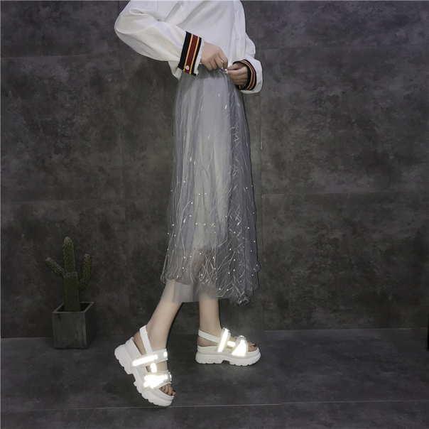 Женские сандали на массивной подошве с светодиодными элементами