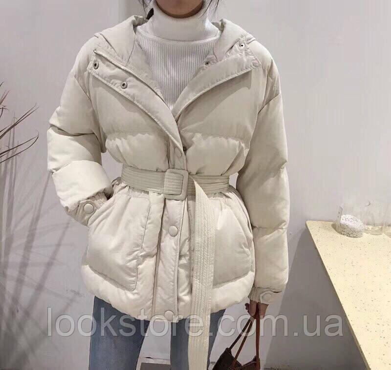 Женская объемная куртка в стиле Ленки с поясом бежевая
