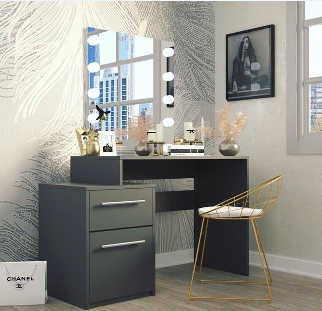 """На фото: стол письменный """"СК-15"""" в интерьере"""