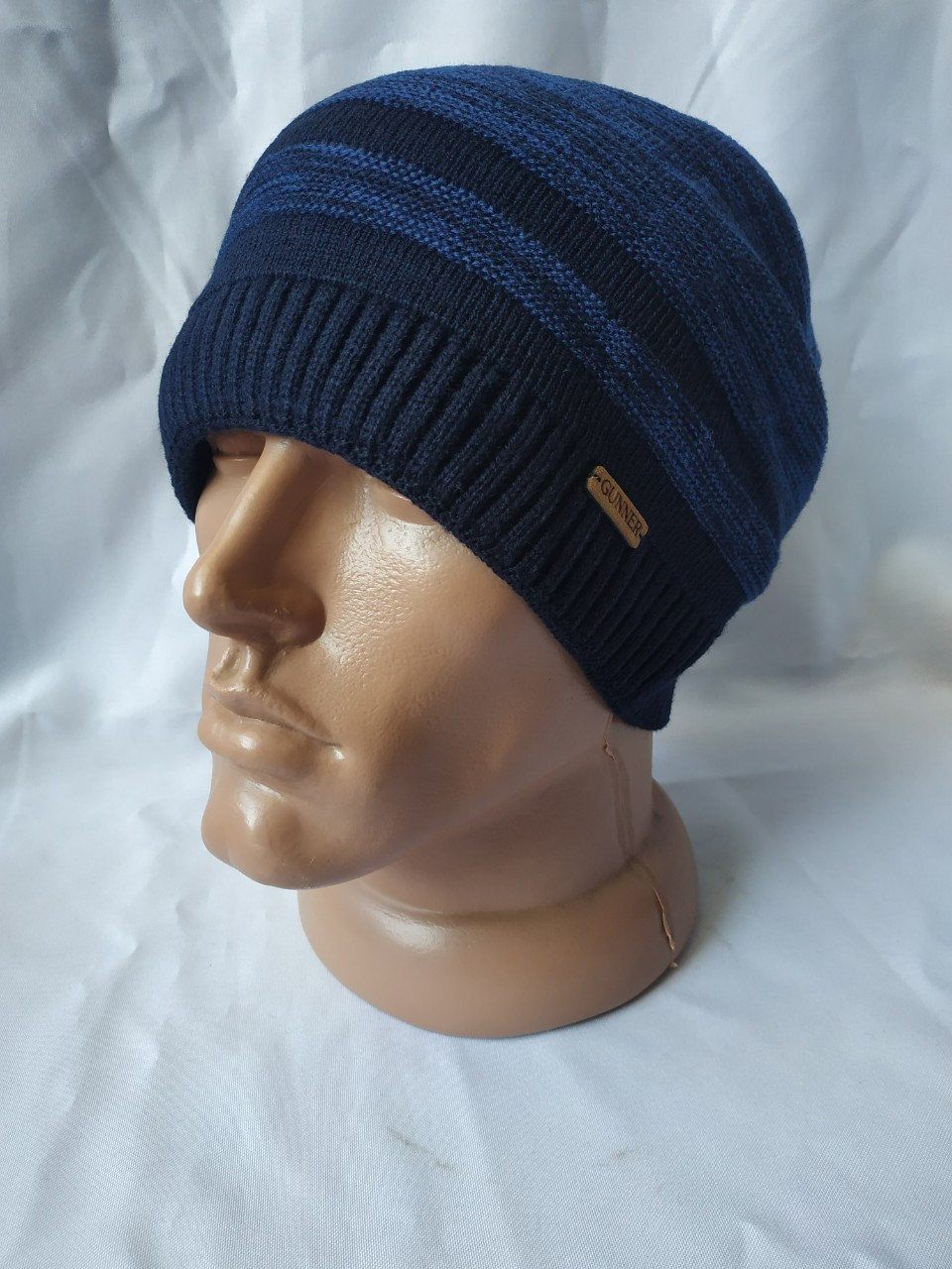 Теплая качественная и практичная вязаная мужская шапка