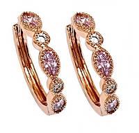 Серьги XР/Цвет:позолота с красным оттенком.Камни: белый и розовый циркон.Высота серьги: 2 см. Ширина:3,5 мм.
