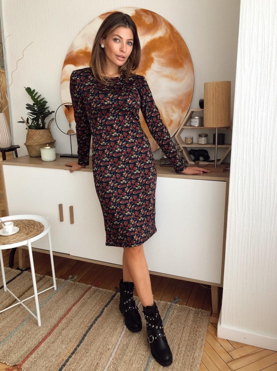 Трикотажное принтованное платье по фигуре с длинным рукавом 73plt213