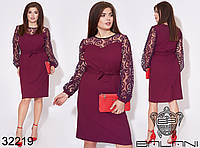 Сдержанное платье прямого кроя с рукавами из сетки с флоковым напылением с 48 по 54 размер