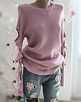 Розовая теплая кофточка с вырезами и бусинками