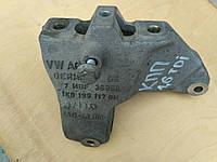 Кронштейн крепления коробки передач Шкода Октавия 1.6 TDI . 1K0 199 117 BM, фото 1