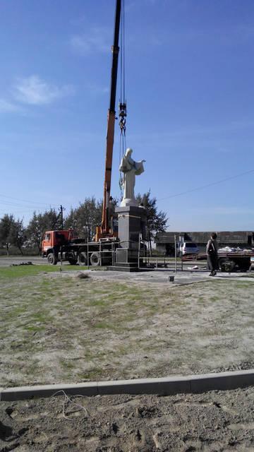 Спорудження монументу в с.Карачинів Яворівського р-ну -1