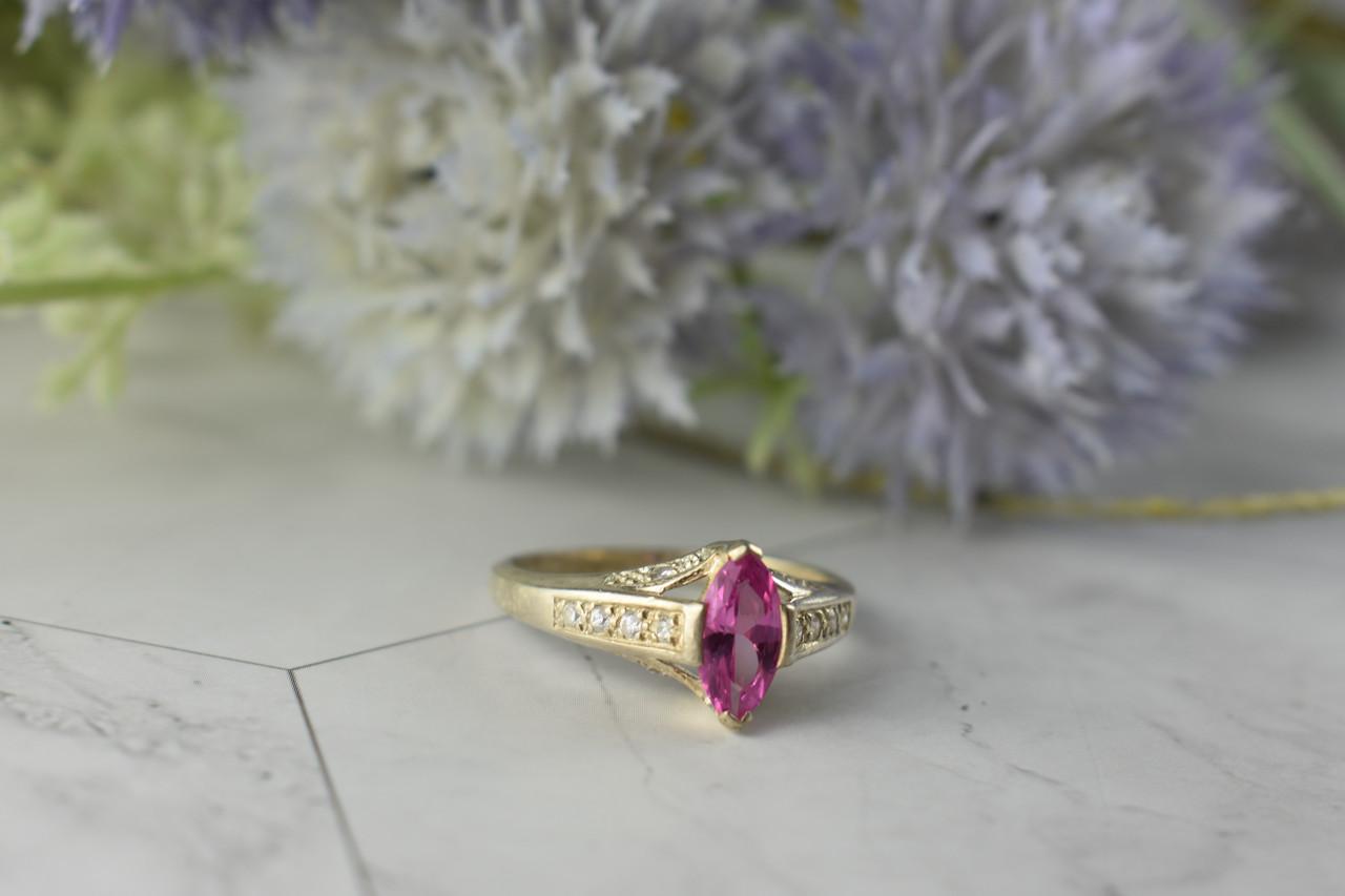 Серебряное кольцо с камнем Розовая Шпинель и Фианитами