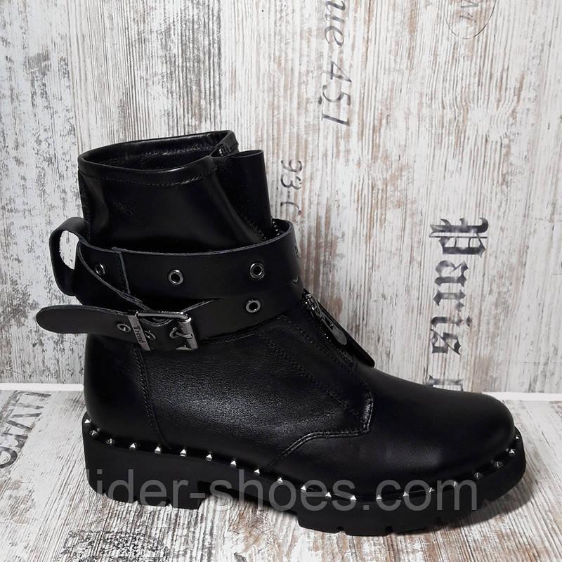 Зимние женские ботинки на низком каблуке