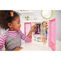 Переносной шкаф Барби с куклой и аксессуарами Barbie Fashionistas Ultimate Closet