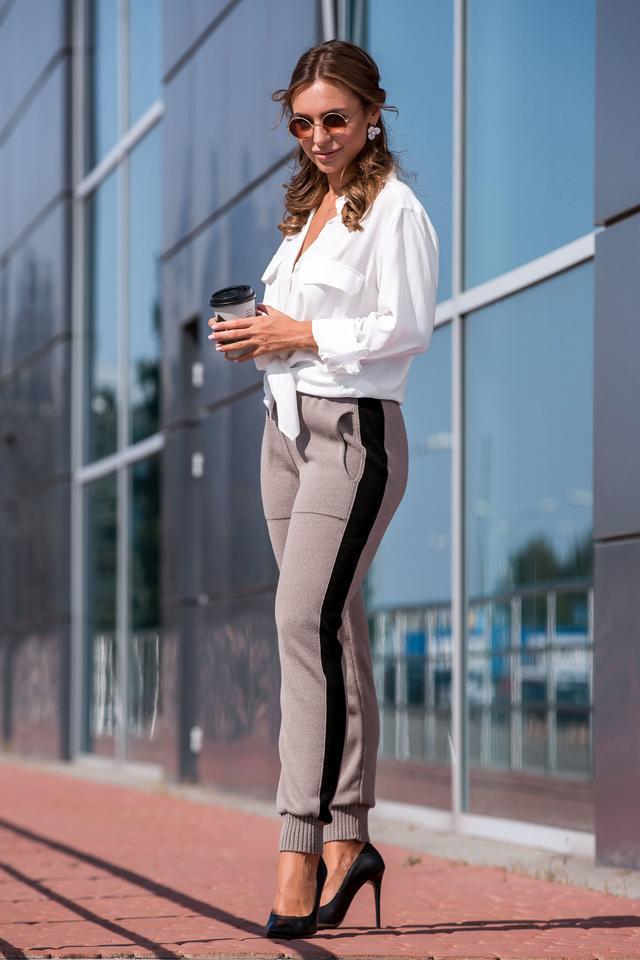 Вязаные брюки с лампасом (капучино, черный)