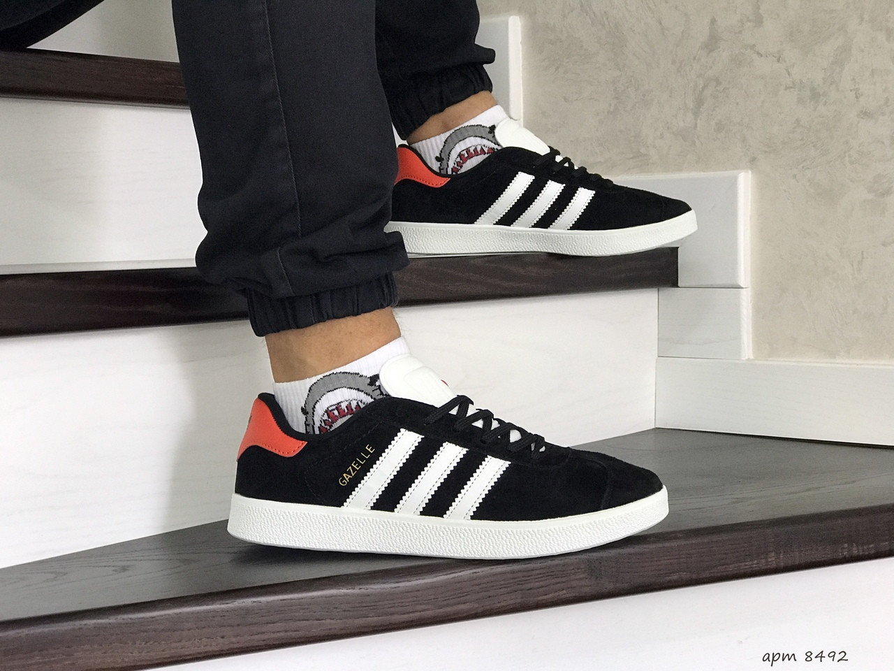 Чоловічі кросівки Adidas Gazelle (чорно-білі з помаранчевої п'ятою)