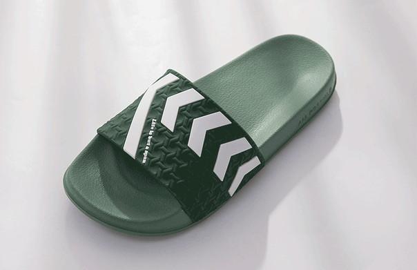Зеленые летные резиновые тапочки со стрелками