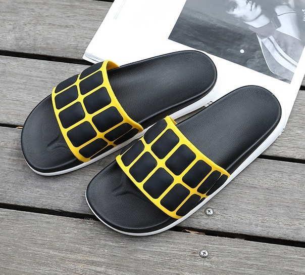 Тапочки на лето с выпуклыми квадратами черные + желтый