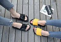 Резиновые желтые тапочки с квадратами