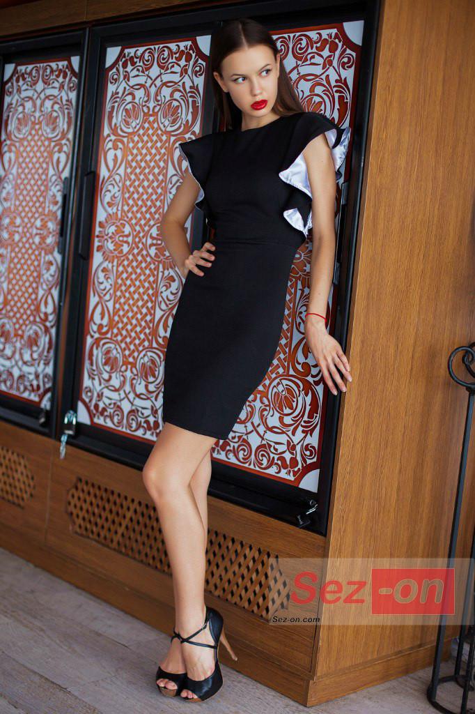 Плаття жіноче вбрання рукава-волани ― Чорний
