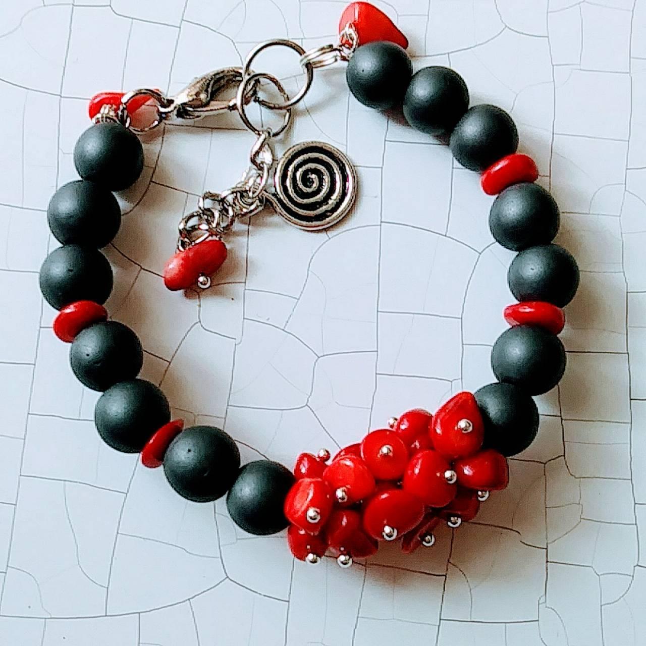 Браслет женский ( матовый гематит+ красный коралл)