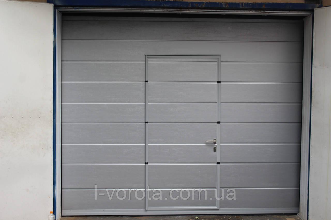 Секционные гаражные ворота с калиткой DoorHan ш3000мм, в2800мм