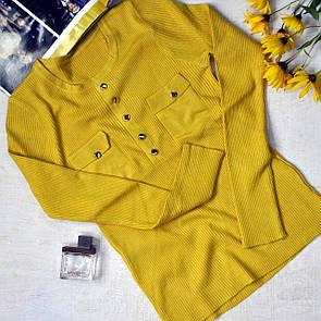 Жіноча кофточка з нашивними кишенями гірчиця