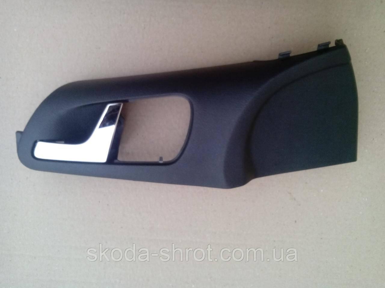 Ручка дверная внутренняя 1 U0 837 247 B левой передней двери Шкода Октавия Тур хром 1 U0837247B
