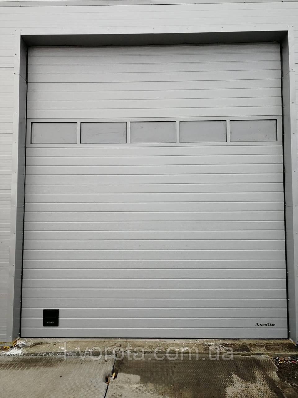 Секционные промышленные ворота с панорамной панелью DoorHan ш3200мм, в3200мм