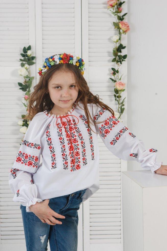 Вышитая блузка Волинські візерунки для девочки 146 см белая