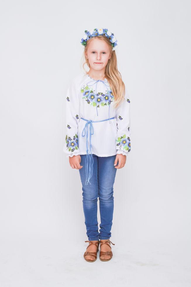 Вишиванка дитяча Волинські візерунки для дівчинки Шипшина блакитний 116 см біла